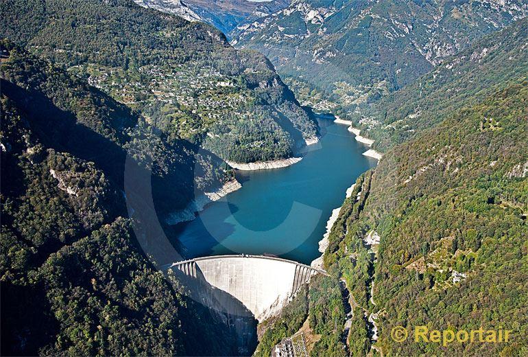 Foto: Der Lago die Vogorno oberhalb von Tenero (TI). (Luftaufnahme von Niklaus Wächter)