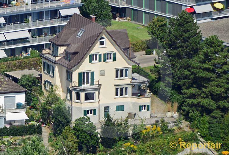 Foto: Mit 79 Jahren ist Udo Jürgens von seinem langjährigen Wohnort Zumikon (ZH) in dieses altehrwürdige Haus mit Seesicht in Meilen (ZH) umgezogen. (Luftaufnahme von Niklaus Wächter)