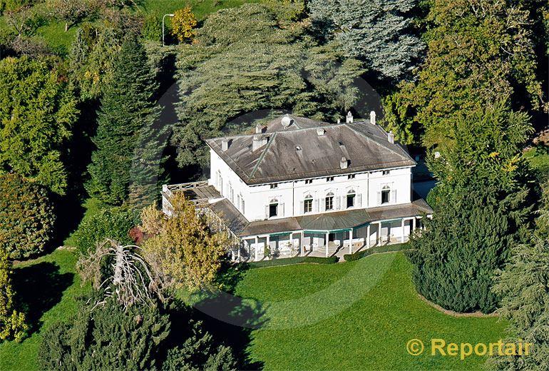 Foto: In diesem herrschaftlichen Haus oberhalb von Vevey verbrachten Charlie Chaplin und seine Familie seine letzten Jahre.. (Luftaufnahme von Niklaus Wächter)