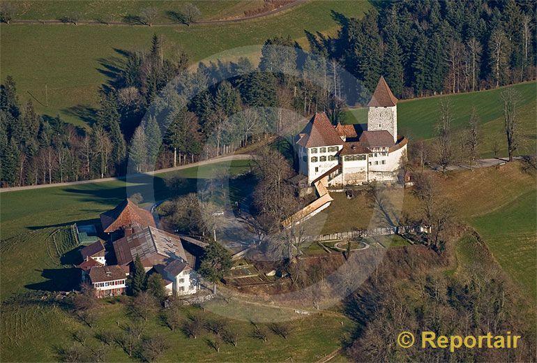 Foto: Das Schloss Trachselwald bei der gleichnamigen Berner Gemeinde stammt aus dem 13. Jahrhundert. (Luftaufnahme von Niklaus Wächter)