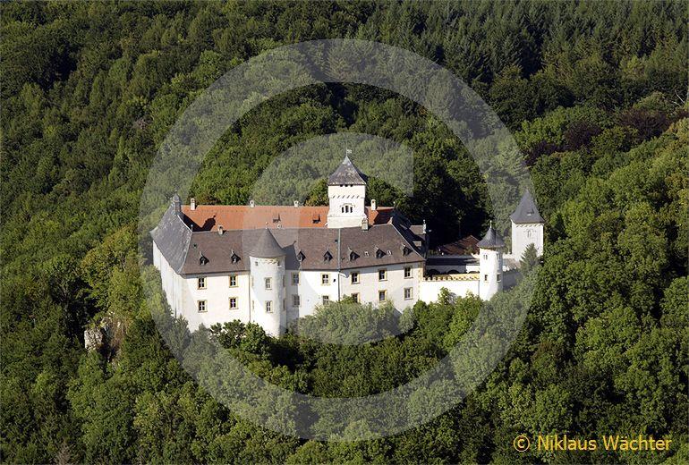 Foto: Luftaufnahme Burg Greifenstein bei Heiligenstadt in Oberfranken, Deutschland. (Luftaufnahme von Niklaus Wächter)
