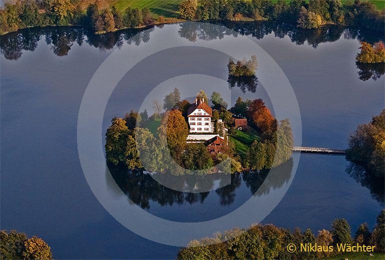 Foto: Schloss Mauensee. (Luftaufnahme von Niklaus Wächter)