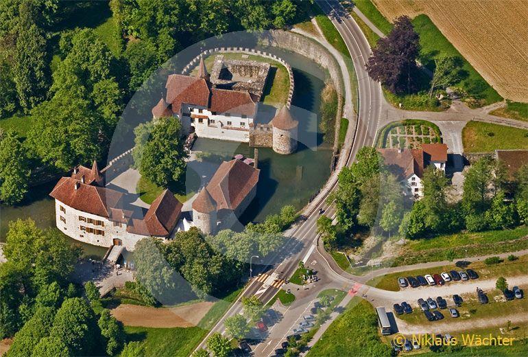 Foto: Wasserschloss Hallwil. (Luftaufnahme von Niklaus Wächter)