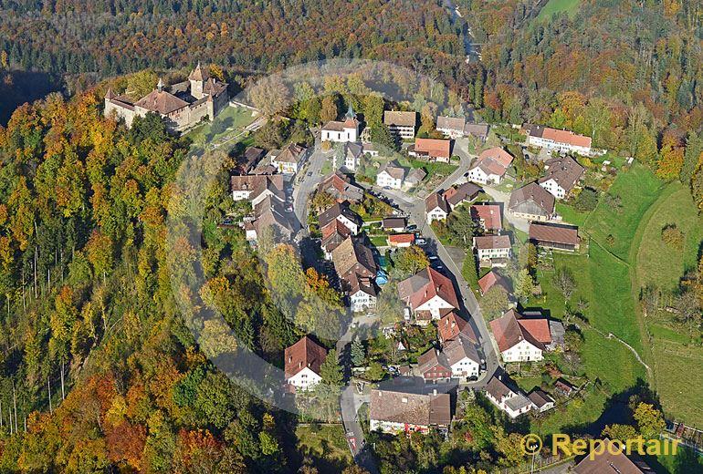 Foto: Schloss Kyburg bei Winterthur (ZH) mit dem gleichnamigen Ort. (Luftaufnahme von Niklaus Wächter)