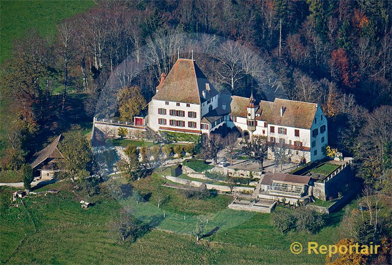 Foto: Schloss Burgistein in der gleichnamigen Berner Gemeinde.. (Luftaufnahme von Niklaus Wächter)