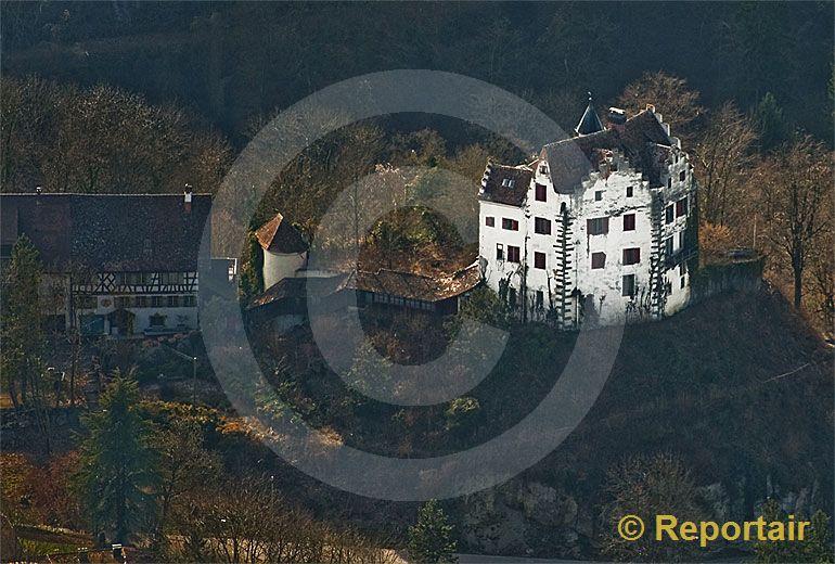 Foto: Das Schloss Salenstein in der gleichnamigen Gemeinde am Bodensee zerfällt. (Luftaufnahme von Niklaus Wächter)