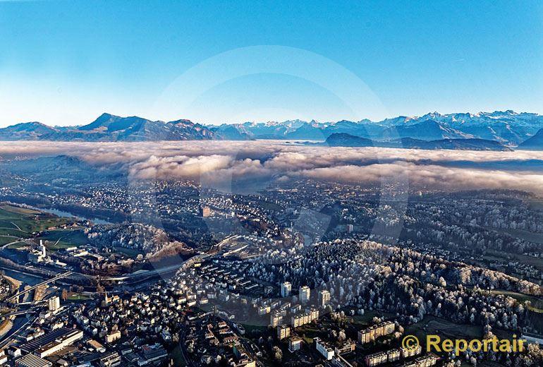 Foto: Luzern unter der Hochnebeldecke. (Luftaufnahme von Niklaus Wächter)