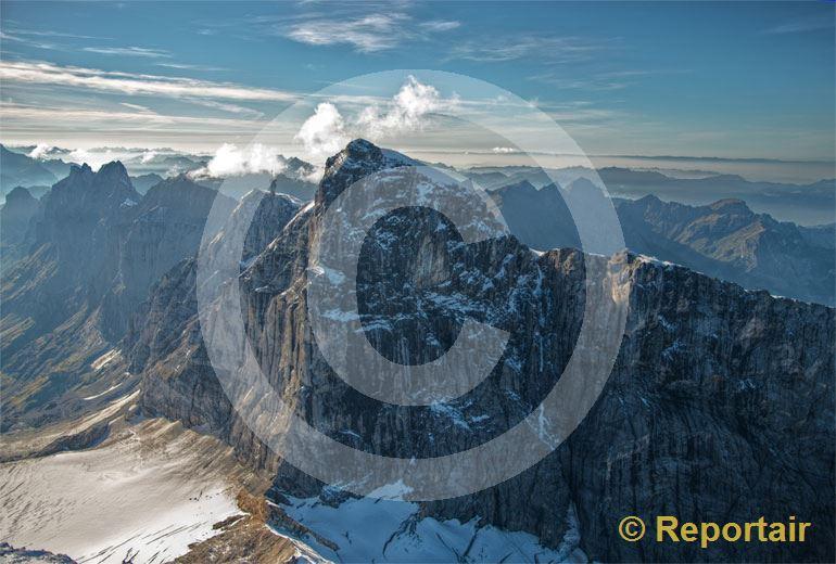 Foto: Unbekannter Titlis Die ungastliche Südostseite des mächtigen Berges. (Luftaufnahme von Niklaus Wächter)