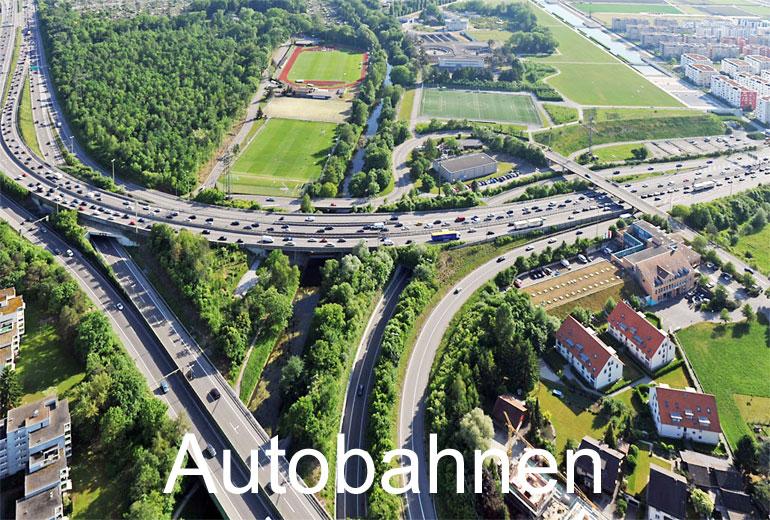 Foto: AUTOBAHNEN. (Luftaufnahme von Niklaus Wächter)