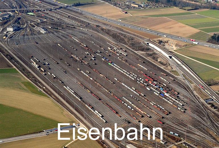 Foto: EISENBAHN. (Luftaufnahme von Niklaus Wächter)