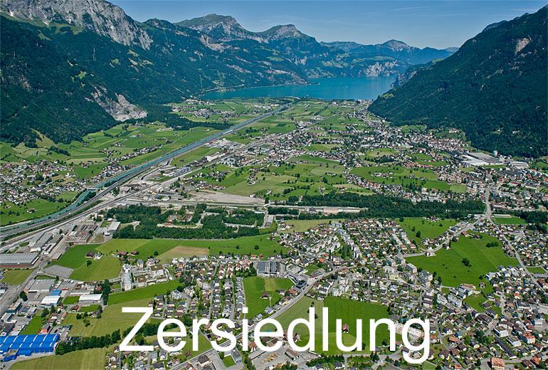 Foto: ZERSIEDLUNG. (Luftaufnahme von Niklaus Wächter)