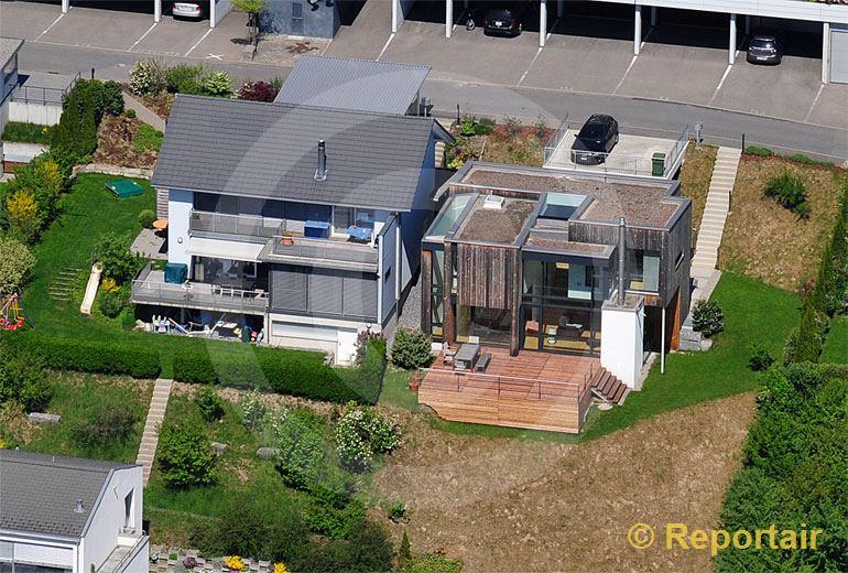 Foto: Einfamilienhäuser die man nur zu  zweit fotografieren kann.. (Luftaufnahme von Niklaus Wächter)