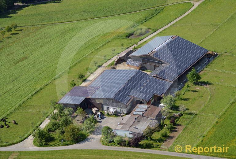 Foto: Solarhof bei Sarmenstorf AG.. (Luftaufnahme von Niklaus Wächter)