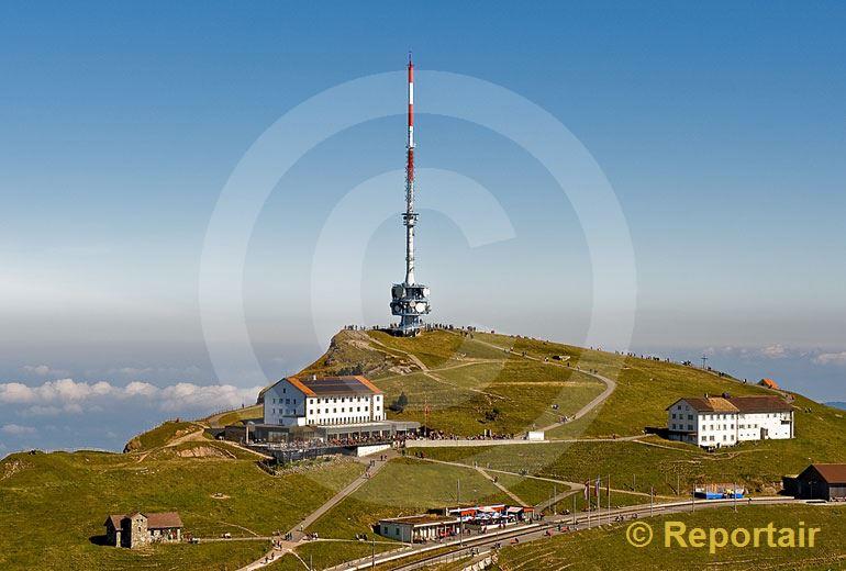 Foto: Das Hotel Rigi Kulm auf der 1800 Meter hohen  Rigi. (Luftaufnahme von Niklaus Wächter)