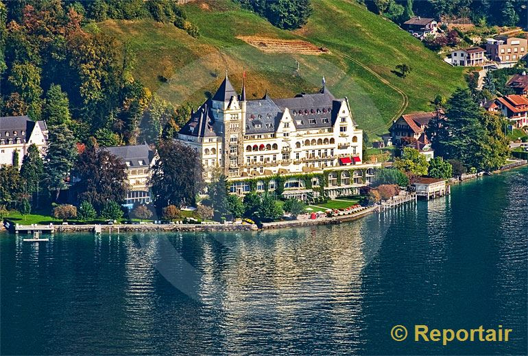 Foto: Das Park Hotel Vitznau am Vierwaldstättersee.. (Luftaufnahme von Niklaus Wächter)