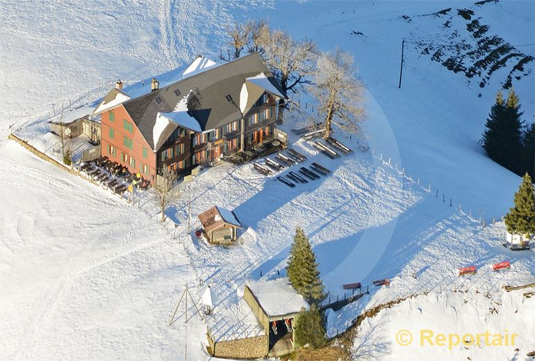 Foto: Das Berggasthaus Napf auf dem 1408 Meter hohen Napf LU.. (Luftaufnahme von Niklaus Wächter)