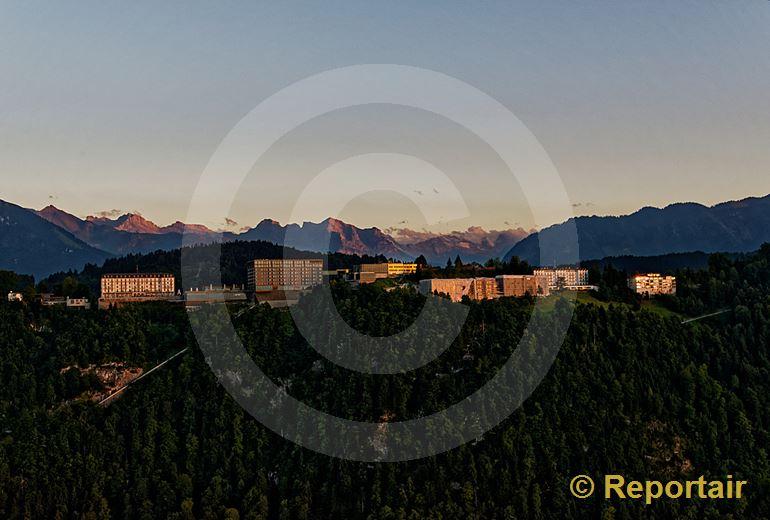 Foto: Die Bürgenstock-Hotels über dem Vierwaldstättersee. (Luftaufnahme von Niklaus Wächter)