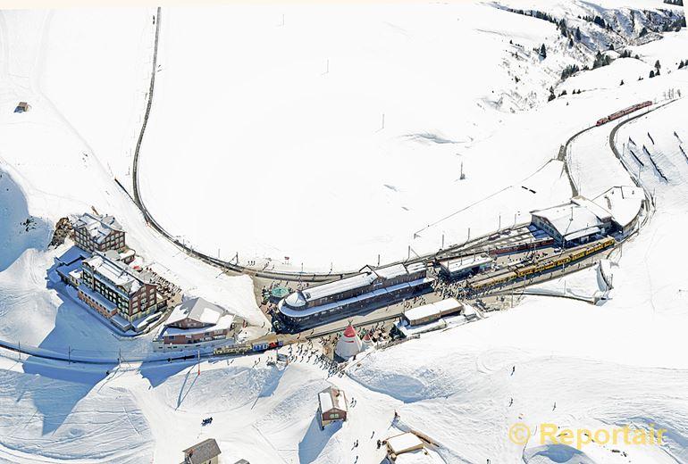 Foto: Die Kleine Scheidegg auf 2061 m.ü.M.. (Luftaufnahme von Niklaus Wächter)