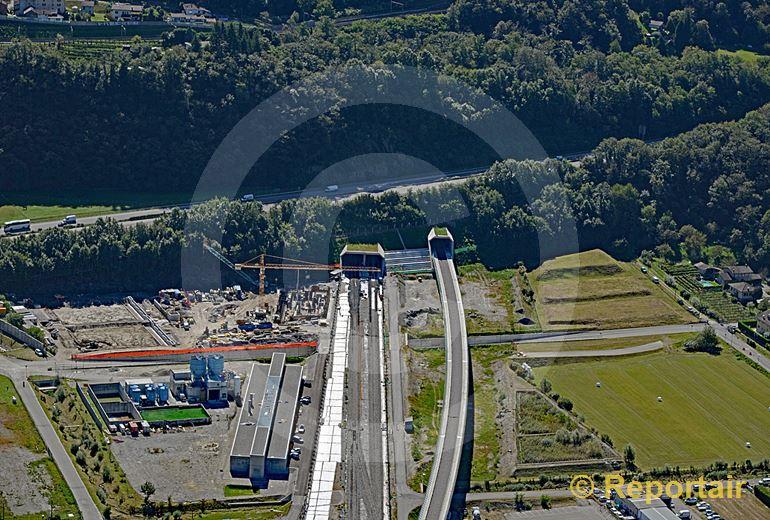 Foto: Der Ceneri-Basistunnel im Bau. Das Nordportal bei San Antonio. (Luftaufnahme von Niklaus Wächter)