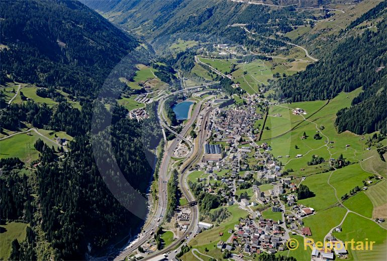 Foto: Airolo südlich des Gotthards. (Luftaufnahme von Niklaus Wächter)