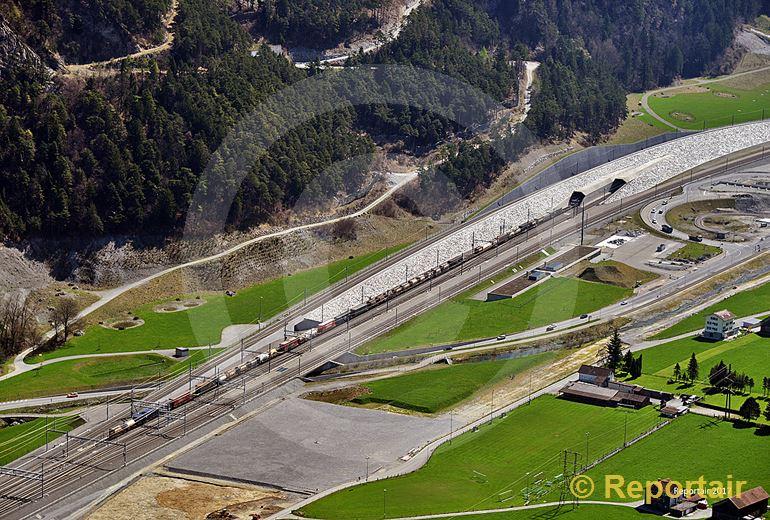 Foto: Gotthard-Basistunnel Nordportal bei Erstfeld UR. (Luftaufnahme von Niklaus Wächter)