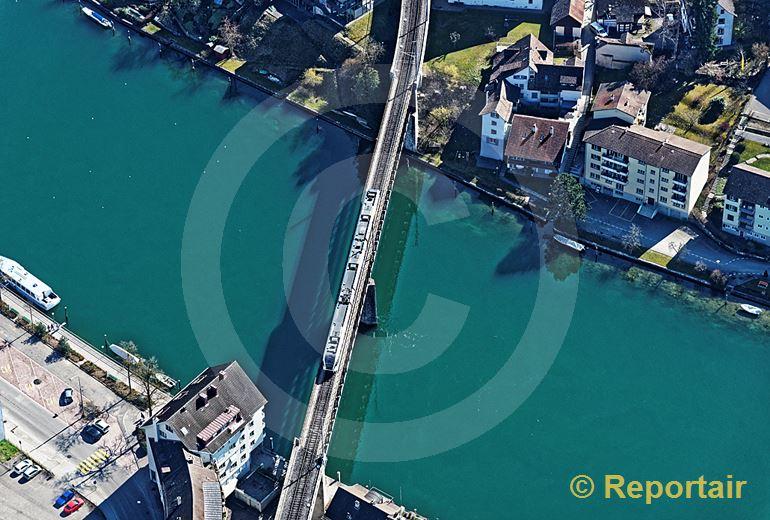 Foto: Eisenbahnbrücke in Schaffhausen. (Luftaufnahme von Niklaus Wächter)