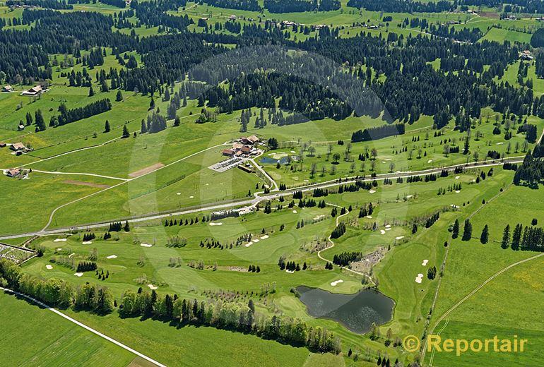 Foto: Der Golfplatz von Les Bois JU. (Luftaufnahme von Niklaus Wächter)