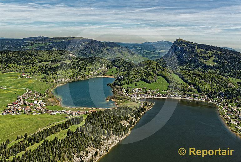 Foto: Der Lac de Joux auf 1000 m.ü.M und der Lac Brenet im Hintergrund. (Luftaufnahme von Niklaus Wächter)