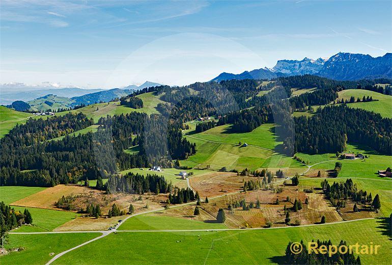 Foto: Das Hochmoor Mettilimoos oberhalb von Entlebuch LU. (Luftaufnahme von Niklaus Wächter)