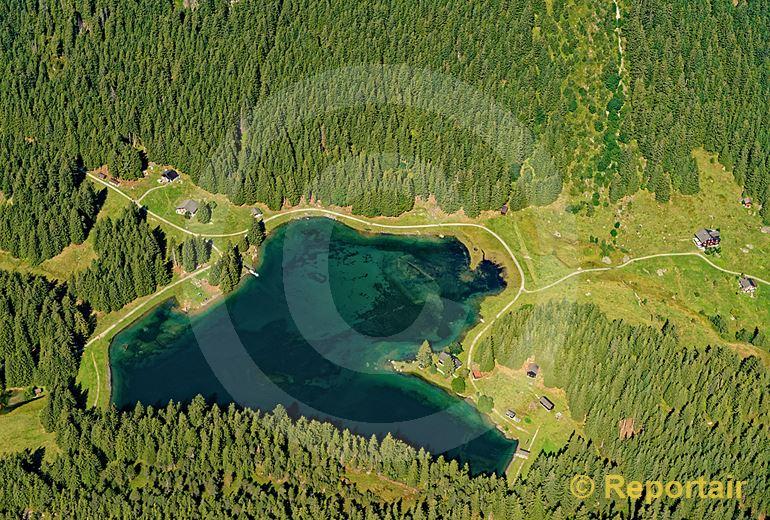 Foto: Der Arnisee liegt auf 1370 m.ü.M. auf der Geländeterrasse Arni oberhalb Amsteg UR. (Luftaufnahme von Niklaus Wächter)