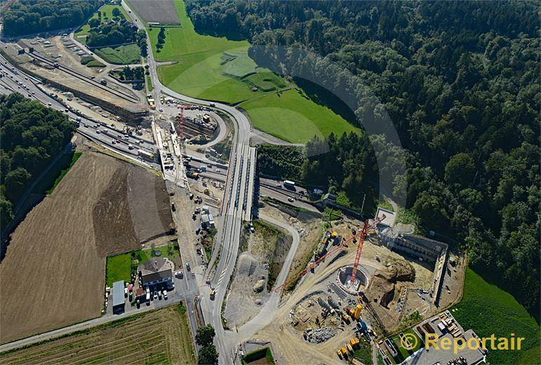 Foto: Ausbau der Nordumfahrung Zürich. Blick auf die Baustelle beim Nordportal des Gubristtunnels. (Luftaufnahme von Niklaus Wächter)