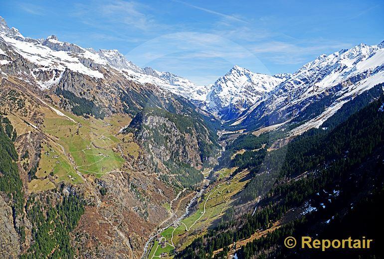 Foto: Das Maderanertal UR oberhalb Amsteg. (Luftaufnahme von Niklaus Wächter)