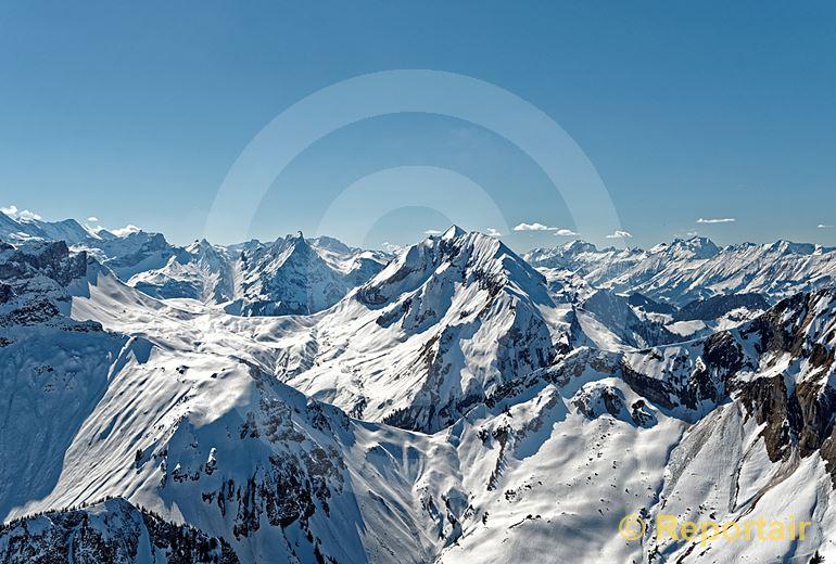 Foto: Beim Rengglipass im Berner Oberland. (Luftaufnahme von Niklaus Wächter)
