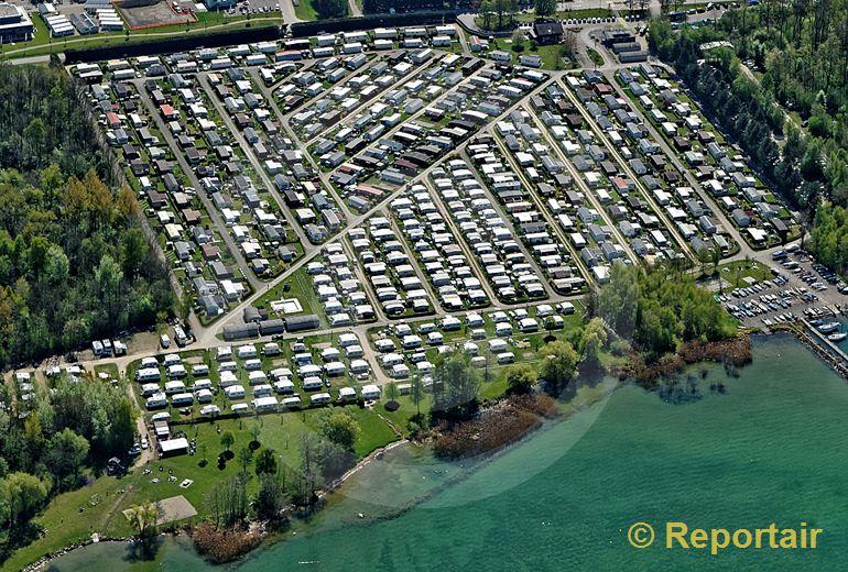 Foto: Der Campingplatz Cudrefin am Neuenburgersee. (Luftaufnahme von Niklaus Wächter)
