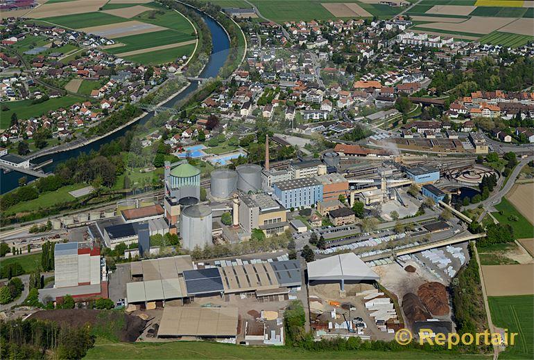 Foto: Aarberg BE mit seiner Zuckerfabrik. (Luftaufnahme von Niklaus Wächter)