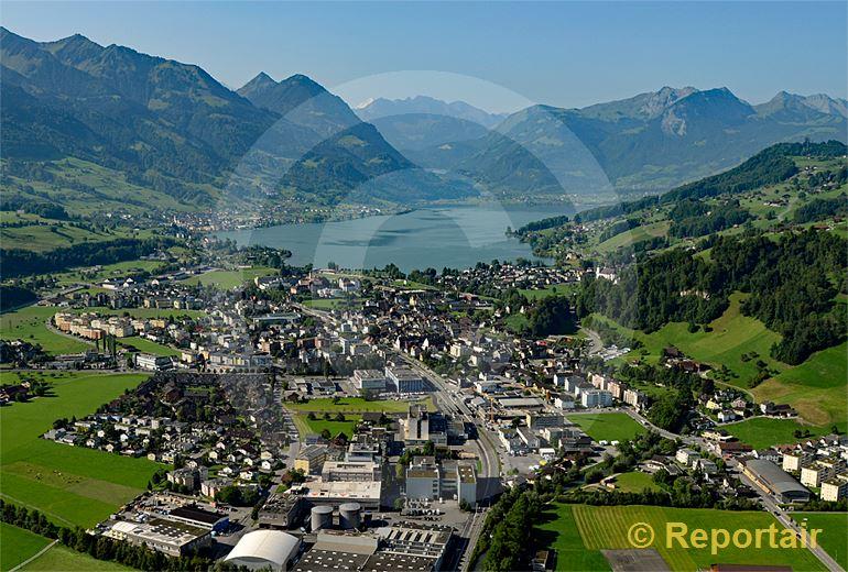 Foto: Sarnen am Sarnersee ist der Hauptort von Obwalden. (Luftaufnahme von Niklaus Wächter)