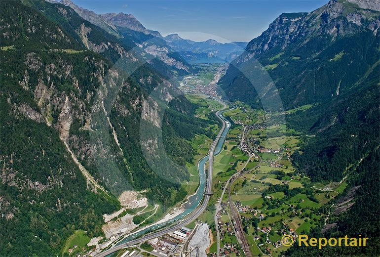 Foto: Reusstal bei Amsteg UR. (Luftaufnahme von Niklaus Wächter)