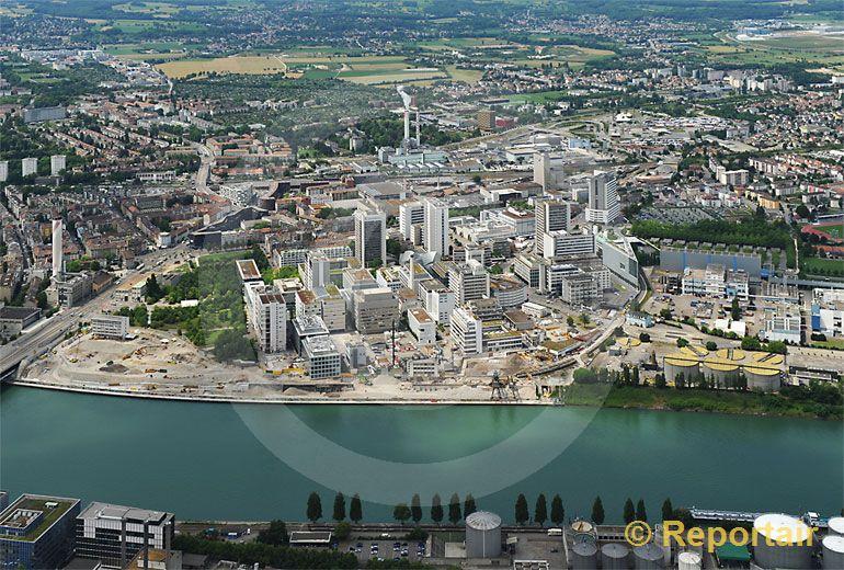 Foto: Chemie Basel. (Luftaufnahme von Niklaus Wächter)