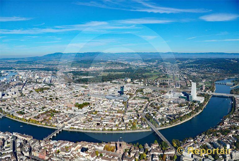 Foto: Basel und sein Rheinknie. (Luftaufnahme von Niklaus Wächter)