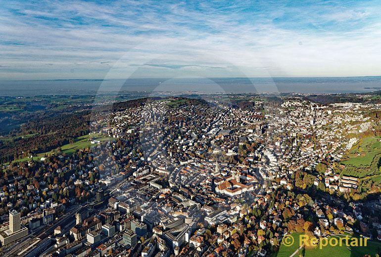 Foto: Die Stadt St.Gallen im Herbst. (Luftaufnahme von Niklaus Wächter)