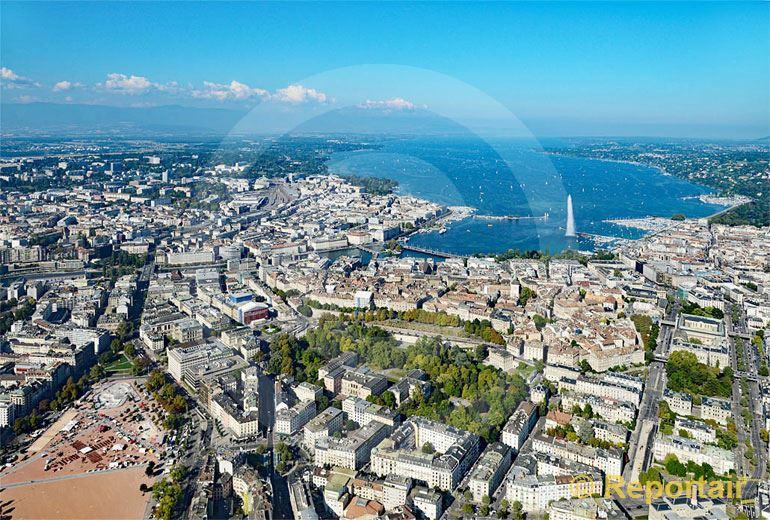 Foto: Genf mit seiner Plaine de Plainpalais links unten und seiner Fontaine im See. (Luftaufnahme von Niklaus Wächter)