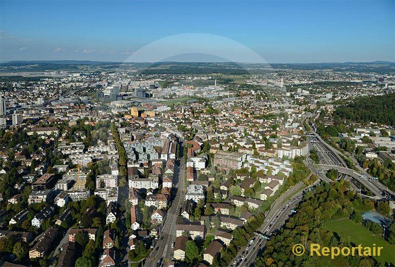 Foto: Zürich - Oerlikon mit Blick Richtung Züspa-Hallen und Flughafen. (Luftaufnahme von Niklaus Wächter)