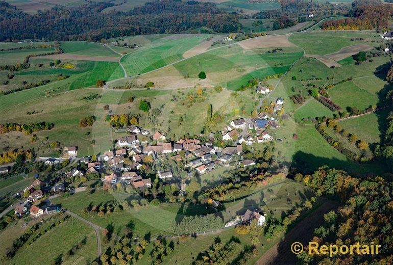Foto: Häfelfingen BL am Nordwesthang des Wisenbergs. (Luftaufnahme von Niklaus Wächter)