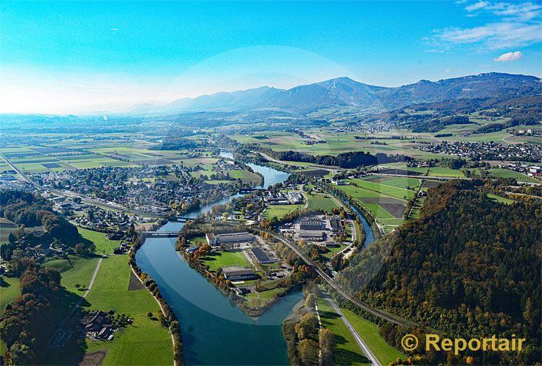Foto: Verkehrs- und Wasserwege bei Wangen an der Aare. (Luftaufnahme von Niklaus Wächter)