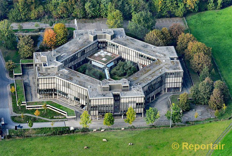Foto: Ein Platz im Grünen Shell Switzerland in Zug. (Luftaufnahme von Niklaus Wächter)