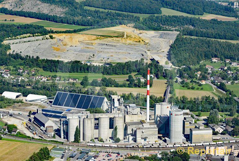 Foto: Ursache und Wirkung Jura Zement in Wildegg AG. (Luftaufnahme von Niklaus Wächter)