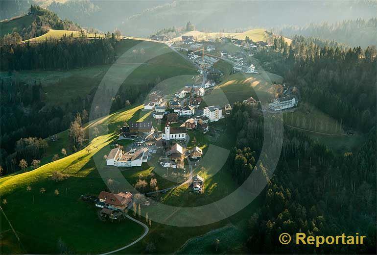Foto: Menzberg im Napfgebiet LU. (Luftaufnahme von Niklaus Wächter)