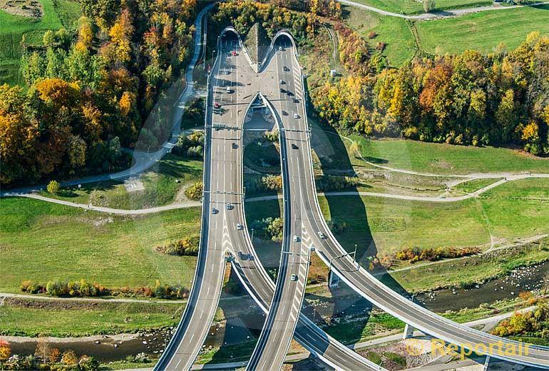 Foto: Farben und Symmetrie am Nordportal des Uetlibergtunnels ZH. (Luftaufnahme von Niklaus Wächter)