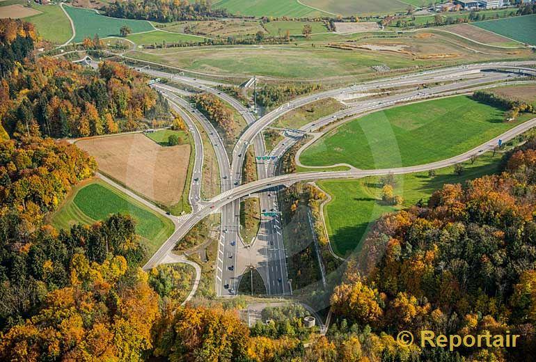 Foto: Das sogenannte Verkehrsdreieck Zürich-West mit dem Südportal des Uetlibergtunnels (links oben) . (Luftaufnahme von Niklaus Wächter)