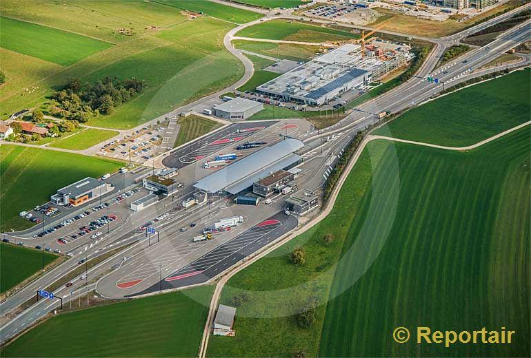 Foto: Autobahn-Grenzstelle Boncourt - Delle JU FR . (Luftaufnahme von Niklaus Wächter)